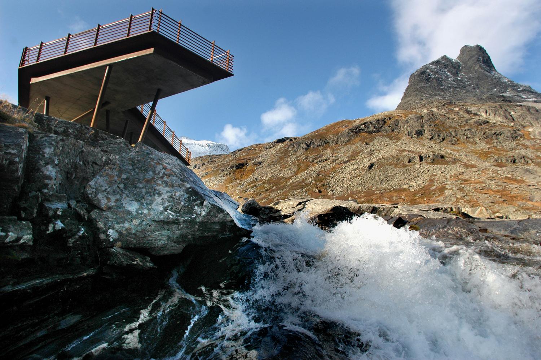 Rauma: Trollstigen. Arbeid med anlegget for Nasjonal turistveg på Stigrøra.