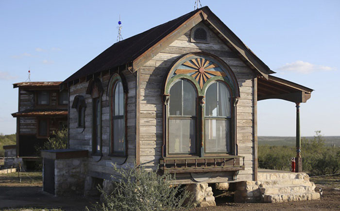House-with-arched-windows-just3ds.com-1